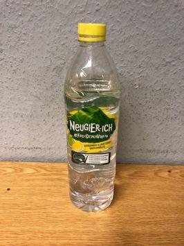 BPOL NRW: Mann wirft mit 1,5 Liter Wasserflasche nach DB Mitarbeiter