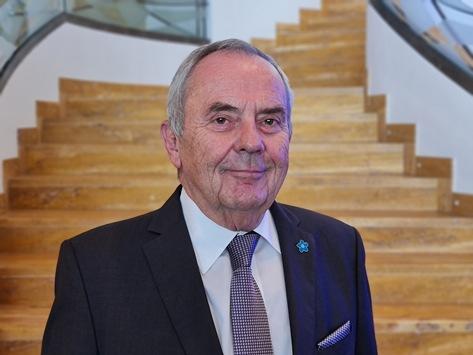 Volksbund-Präsident Wolfgang Schneiderhan / für weitere vier Jahre gewählt
