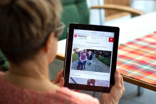 """Informationen und Perspektiven für das Alter – Online-Magazin """"dabei"""" startet"""