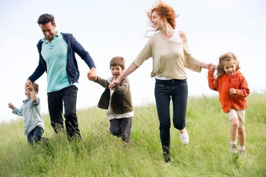 Bepanthen-Kinderförderung veröffentlicht forsa-Umfrage zu aktuellem Stimmungsbild in Familien: Trotz Krise – Mehrheit der Eltern blickt optimistisch in die Zukunft