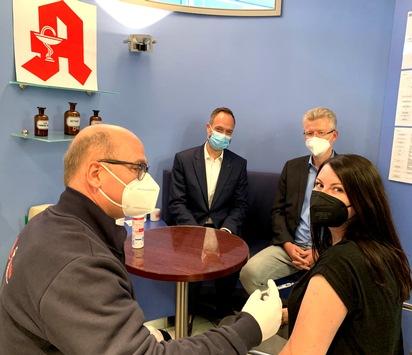 Offizieller Auftakt in Dortmund: Erste Grippeimpfung in einer westfälisch-lippischen Apotheke