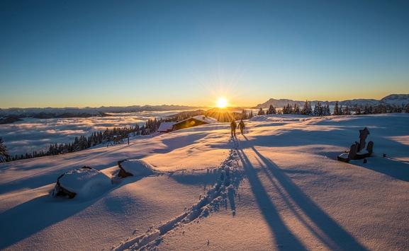 Die Magie des Gehens im Winter: So erlebt man die Wintersonne in Österreichs Wanderdörfern