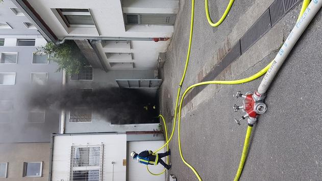 FW-E: Feuer im Keller eins Wohn- und Geschäftshauses – keine verletzten Personen