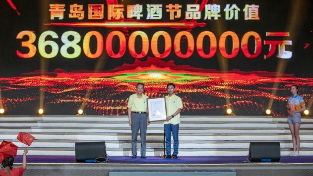 Mit mehr als 1,400 Biersorten aus aller Welt erreicht das Qingdao Internationale Bierfestival einen Markenwert von 36,8 Milliarden Yuan