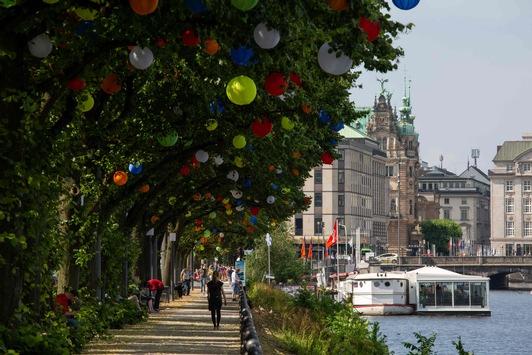 Hamburgs Sommergärten machen die Hamburger Innenstadt zur bunten Oase / Vom 13. Juli bis zum 8. August verwandeln sich die beliebtesten Einkaufsstraßen der Stadt in eine attraktive Gartenlandschaft