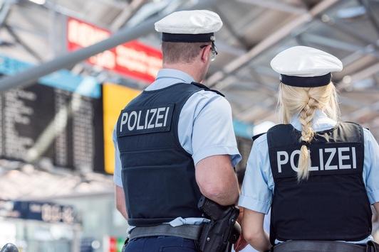BPOL NRW: Mit zwei Haftbefehlen gesucht Festnahme durch Bundespolizei am Flughafen Köln/Bonn