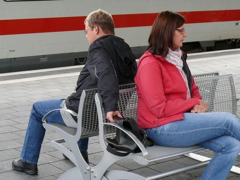 BPOL NRW: Kurze Unachtsamkeit verursachte 2.200 Euro Schaden – Bundespolizei warnt vor Taschendieben – Aufmerksamkeit lohnt sich!