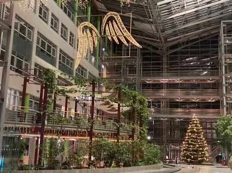 Mitarbeiter der Provinzial Rheinland erfüllen Weihnachtswünsche / 100 Geschenke für Kinder, Jugendliche und Wohnungslose / die Wunschzettel-Aktion findet zum zehnten mal statt