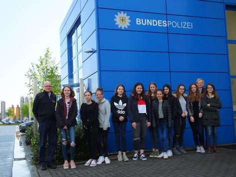 BPOL NRW: Girl's Day bei der Bundespolizeiinspektion Kleve und im Bundespolizeirevier Kempen