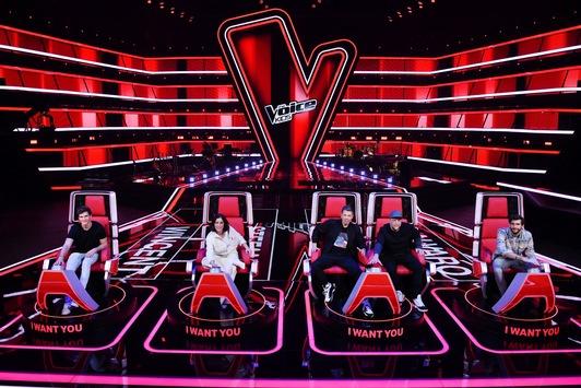 """Alvaro Soler, Wincent Weiss, Stefanie Kloß und die """"Fantastischen 2"""" Michi Beck und Smudo buzzern 2021 in SAT.1 für """"The Voice Kids"""""""