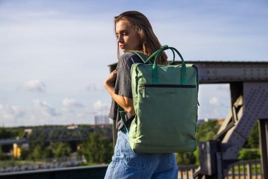 Rucksäcke aus recyceltem Meeresplastik / Berliner Start-up Fitz & Huxley startet Kickstarter-Kampagne für neue OCEAN-Kollektion