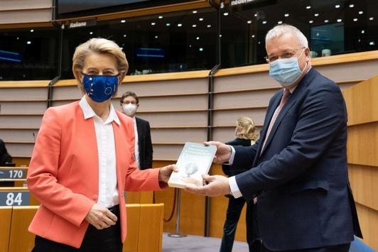 """""""Bekenntnisse zur Verantwortung für die Umwelt"""" / Hanns-Seidel-Stiftung veröffentlicht Buch zu Klimapolitik und Nachhaltigkeit"""