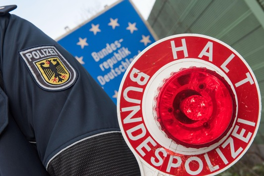 BPOL NRW: Fahndungserfolg der Bundespolizei; Niederländerin mit 2 Kilogramm Kokain und 150 Gramm Crack auf der A 61 bei Mönchengladbach festgenommen