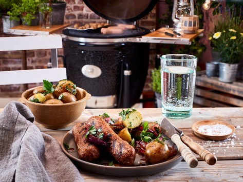 Vegane Burger und Würstchen sind ein Renner in der Grillzeit / Die Foodmarken Thomy, Garden Gourmet und Maggi sorgen für Neuheiten in der BBQ-Saison