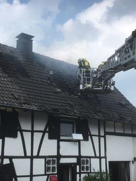 FW-GE: Dachstuhlbrand in der Heistraße in Erle