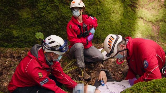 """Bergrettung im Nationalpark: Neue Folge der """"Lifesavers""""-Videoreihe von Ford zeigt den Einsatz einer britischen Ärztin"""