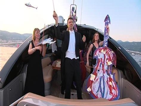 Monaco Yacht Show – Heiko Saxo lässt die Helikopter am Himmel tanzen / Royal Philharmonic Orchestra spielt dazu die Sinfonie-Performance der Superlative