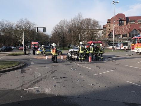 FW-GE: Verkehrsunfall in Gelsenkirchen Buer
