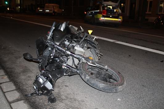 POL-AC: Unfall auf der Vaalser Straße: 23-jähriger Motorradfahrer schwer verletzt