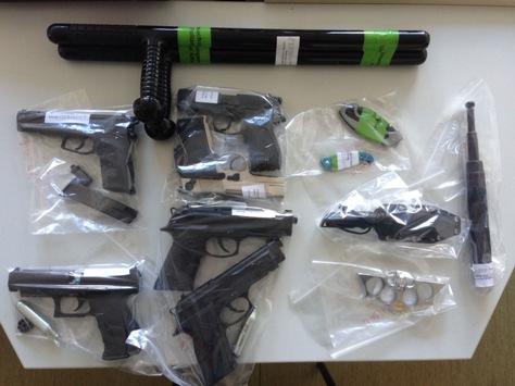 POL-AC: Drogen und Waffen bei Wohnungsdurchsuchung gefunden.