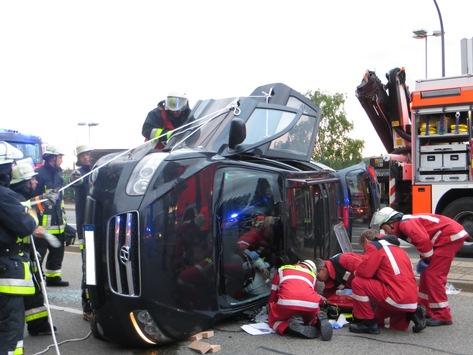 FW-E: Schwerer Verkehrsunfall auf der Burggrafenstraße, eine verletzte Person