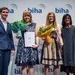 Bestens bestanden: Die beiden bundesweit besten Prüflinge der Hörakustik (von links nach rechts) Janine Otto, Vorsitzende ...
