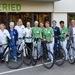 Mitarbeiter der Lindenhofgruppe setzen aktive Zeichen. Sie fahren mit Fahrradsattel-Überzügen, die auf die ...