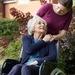 Was kann die berufliche Situation von betreuenden Angehörigen erleichtern? Welche öffentlichen Leistungen stehen ihnen zu? ...